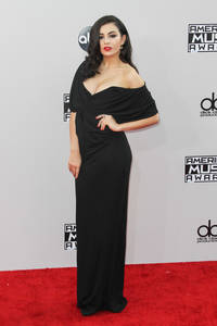 Charli XCX Sizzles On The Red Carpet And Gets 'Fancy' In The Pressroom At The AMAs